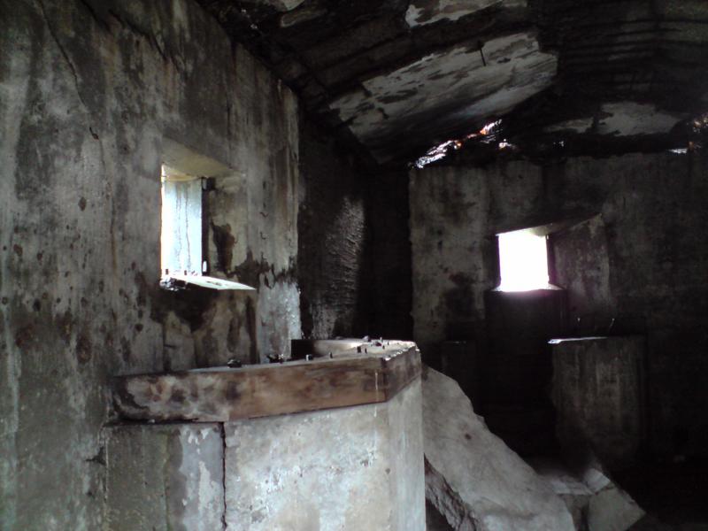 Nowe koszary na Westerplatte doskonae zachowane zamaskowane stanowiska cięzkich karabinów maszyowych z podstawami fortecznymi. foto wozówka.pl