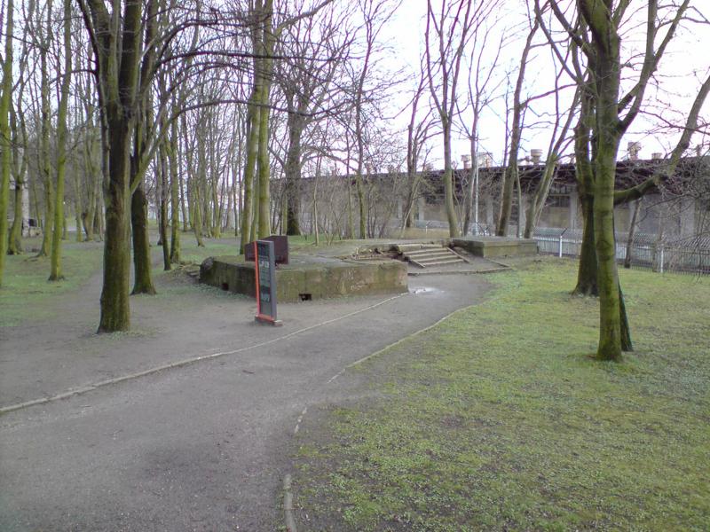 Wartownia nr 3 na Westerplatte jest ikoną działań fortyfikacyjnych Wojskowej Składnicy Tranzytowej. Izby bojowe zaprojektowane i wykonane w całkowitej tajemnicy pod willą oficerską stanowiły doskonałe uzupełnienie systemu obronnego Westerplatte. A ich betonowo-stalowa konstrukcji zapewniała obrońcom doskonałą ochronę przed niemieckim natarciem. foto. wozówka.pl